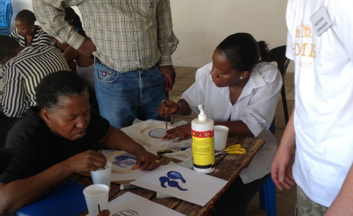 Peter with workshop participants and Thapong Visual Arts Centre Director