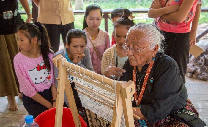 vientiane-navajo-weavers